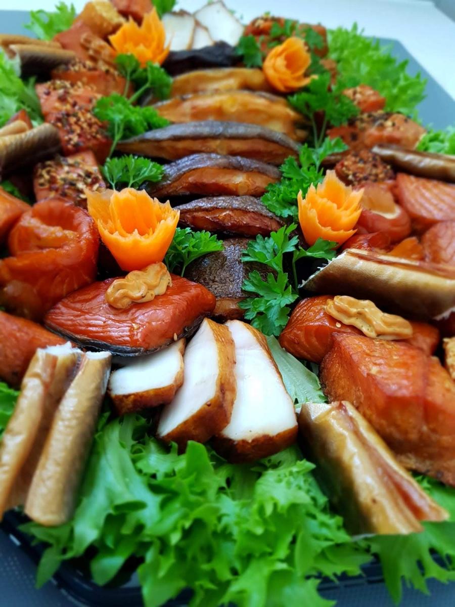 gemischte Fischplatte u.a. mit Aal, Stremellachs und Heilbutt